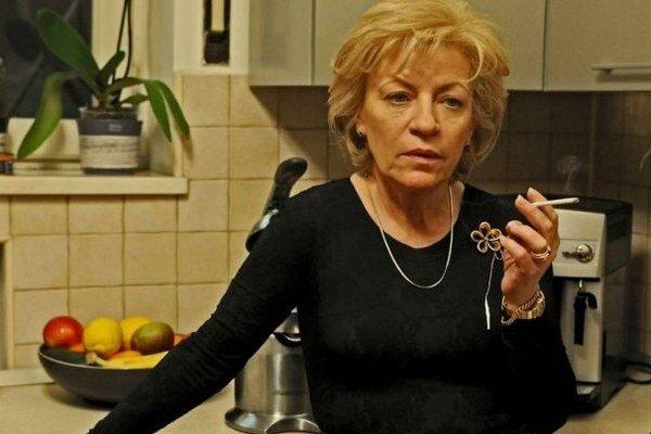 Vplyvnú matku skvele hrá Luminita Gheorghiu.