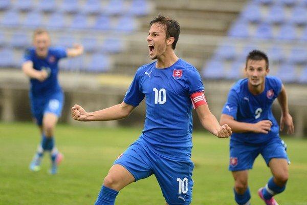 Nováčik v tíme Jakub Hromada (č. 10) zastával dokonca funkciu kapitána v reprezentácii do 19 rokov.
