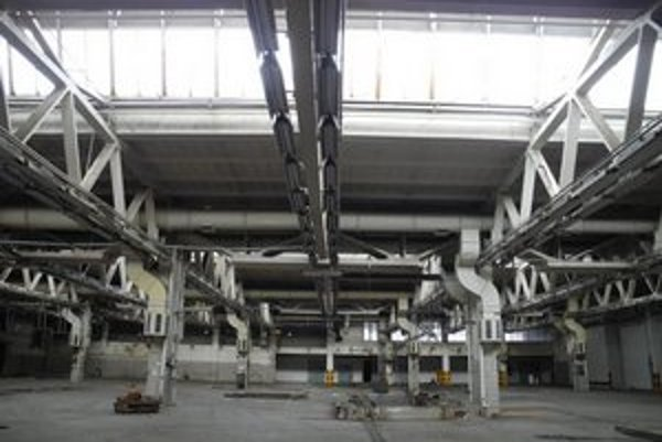 Priestory starej textilnej fabriky začali v pondelok ožívať mladým umením.