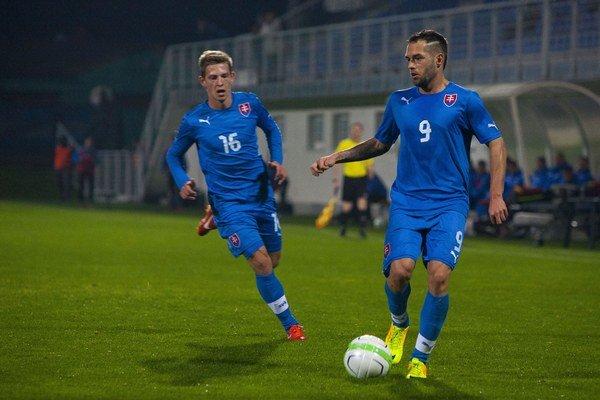 Milan Lalkovič (č. 9) je bývalý mládežnícky reprezentant Slovenska.