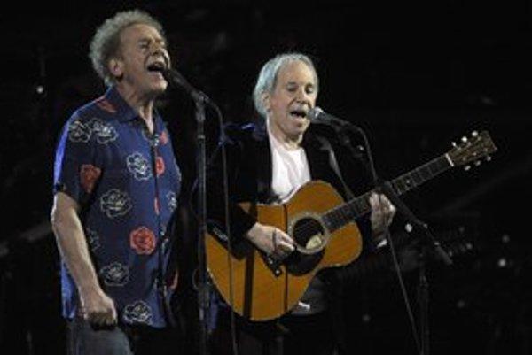 Azda najdlhšie fungujúca dvojica v dejinách hudby: Paul Simon (vpravo) a Art Garfunkel v roku 2009.