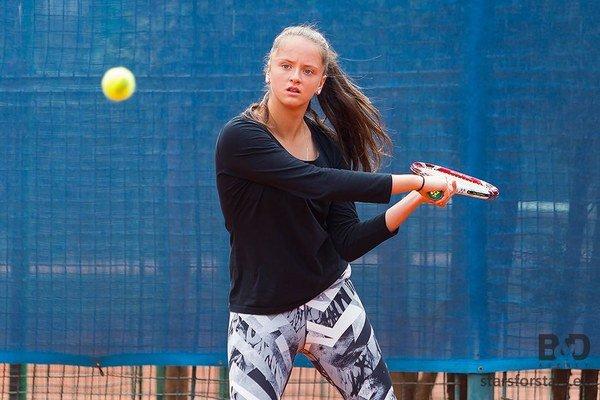 """Mladej Slovenke to v tandeme s Ruskou Pospelovovou na newyorskom """"harde"""" ide, sú už v semifinále."""