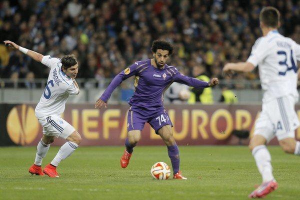 FIFA začala vyšetrovanie presunu egyptského útočníka Mohameda Salaha (v strede).