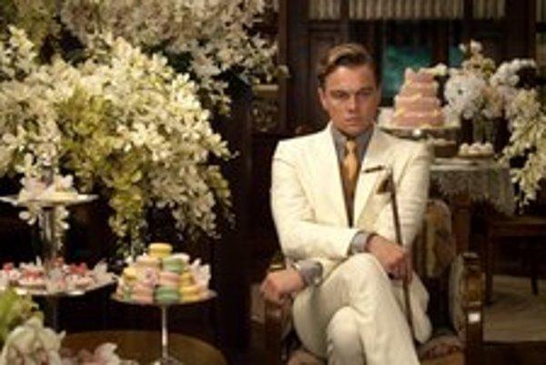 Dom Jaya Gatsbyho (vo filme Baza Luhrmanna ho hrá Leonardo DiCaprio) sa pravidelne plní neznámymi hosťami.
