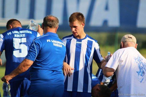 Úvodný gól košickej Lokomotívy proti Popradu strelil Ľubomír Korijkov (v strede).