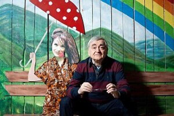 Stanislav Štepka (1944) – spisovateľ, dramatik, režisér, scenárista, herec a textár sa narodil v Radošine. V roku 1965 ukončil Pedagogickú fakultu v Nitre, v roku 1977 žurnalistiku na Filozofickej fakulte UK v Bratislave. Od roku 1963 funguje ako šéf Rado