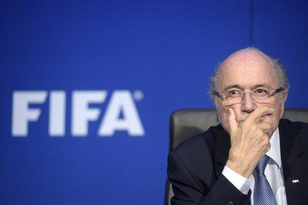 Blatter sa ešte v júni rozhodol odstúpiť z funkcie šéfa FIFA.