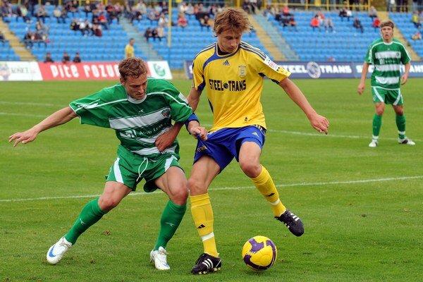 Prvé ligové štarty v seniorskom futbale si Serečin (vpravo) pripísal v drese Košíc.