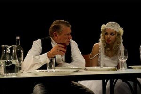 Richard Stanke ako Ženích a Petra Vajdová ako Nevesta.