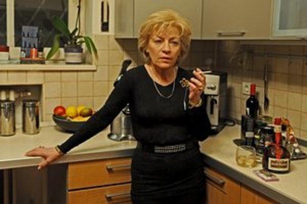 Ženy sú vo filme Calina Petra Netzera silné, všetko riadia a často sa starajú o svojich synov aj vtedy, keď by už samy potrebovali pomoc.