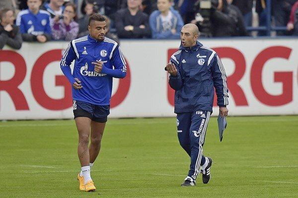 """Boateng (vľavo) nepotvrdil v Gelsenkirchene vysoké očakávania a z tímu """"königsblau"""" odchádza do Portugalska."""