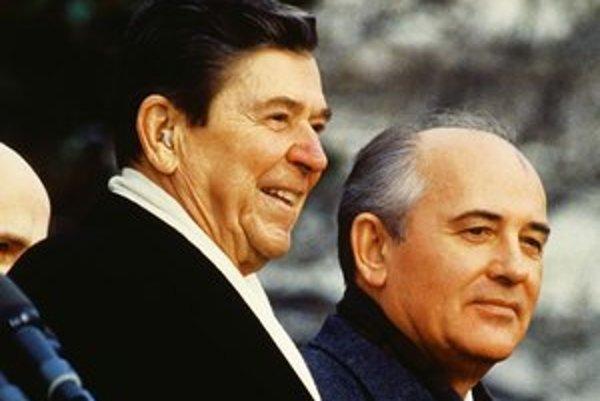 Michail Gorbačov a Ronald Reagan už prezidentmi boli, teraz nimi budú Christoph Waltz a Michael Douglas.
