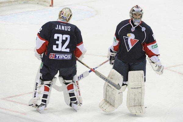 Záver pôsobenia v Slovane bol pre Jaroslava Janusa (vpravo) trpký. Novú motiváciu by mohol nájsť práve v Litvínove.