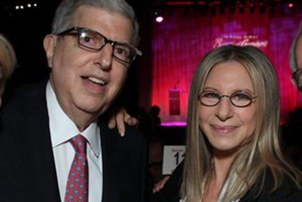 Americký skladateľ so svojou múzou Barbrou Streisand.