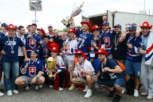 Slovenskí hokejbalisti obhajujú na MS vo švajčiarskom Zugu zlaté medaily.