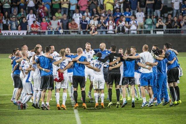Slovenskí futbalisti prežívajú eufóriu.
