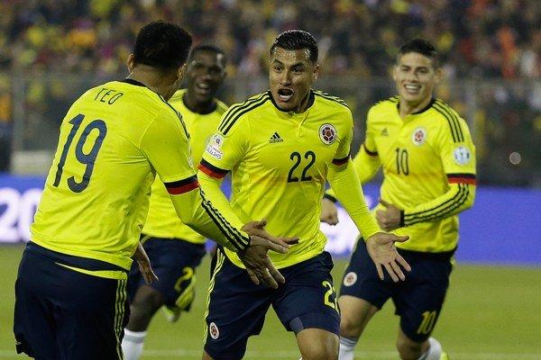 Jeison Murillo (uprostred) sa so spoluhráčmi teší z víťazného gólu proti Brazílii.