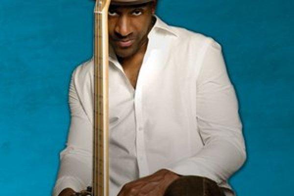 Marcus Miller (52) je multiinštrumentalista a jeden z najznámejších producentov. Podieľal sa na  vyše päťsto albumoch s džezmenmi aj popovými hviezdami.