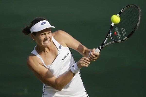 Jana Čepelová vo Wimbledone v prvom kole prekvapila, keď zdolala favorizovanú súperku. V druhom už neuspela.