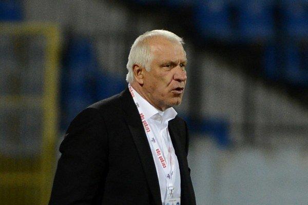 Dušan Galis je bývalý futbalista a futbalový tréner. Teraz sa ako poslanec podieľal na návrhu zákona, podľa ktorého budú mať úspešní športovci garantovaný minimálne dôchodok.