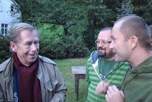 Václav Havel, hovorca Pohody Mário Gešvantner (uprostred) a Michal Kaščák.