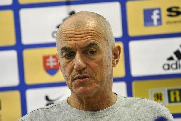 Tréner hádzanárov Zoltán Heister zatiaľ nemá príliš veľa dôvodov na radosť.