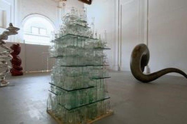 Z výstavy Tonyho Cragga.