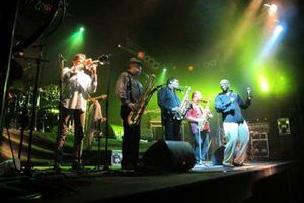 Tower of Power počas koncertu v Bratislave.