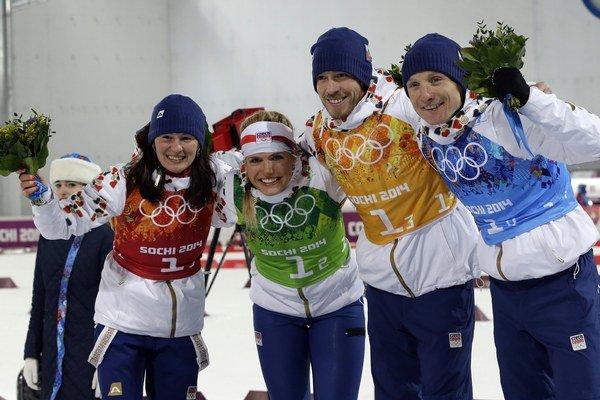 Českí biatlonisti vo svete udávajú tón. Na MS získali zlato. Na snímke je strieborný tím z olympiády Soči - zľava veronika Vítková, Gabriela Soukalová, Jaroslav Soukup a Ondřej Moravec.