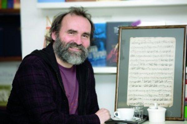 Za kľúčovú považuje spoluprácu smuzikológmi. Oni varchívoch nachádzajú staré záznamy, ktorým dá interpret koncertnú podobu.