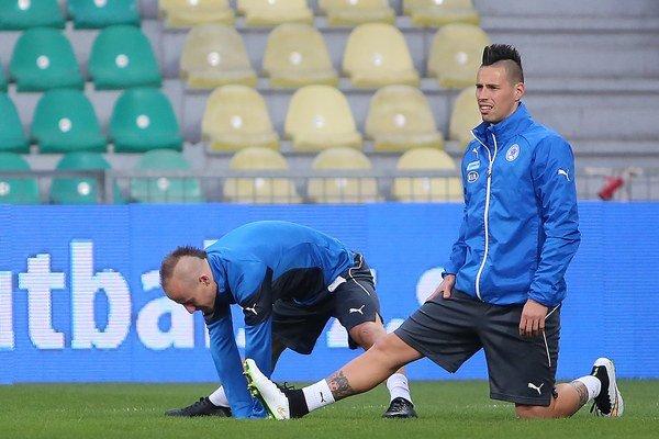 Na snímke futbalisti slovenskej futbalovej reprezentácie zľava Miroslav Stoch a Marek Hamšík.