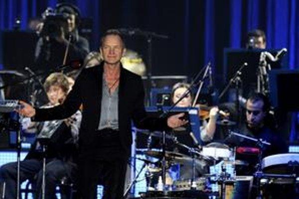 Na koncerte v Prahe ho sprevádzali Angličania, na Slovensku to budú Česi.