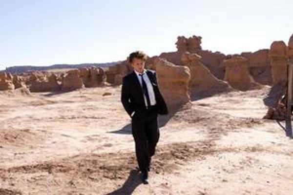 Sean Penn vo filme Terrencea Malicka Strom života.