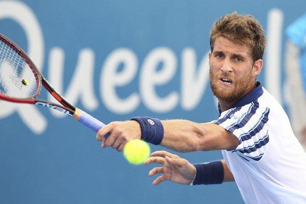 Martin Kližan vypadol v Brisbane vo štvrťfinále.