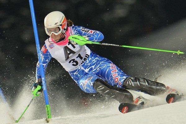 Slovenská lyžiarka Petra Vlhová počas 1. kola nočného slalomu Svetového pohára v rakúskom Flachau.