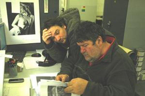Tibor Huszár so svojou pravou rukou, s doktorandom Romanom Pavlovičom.