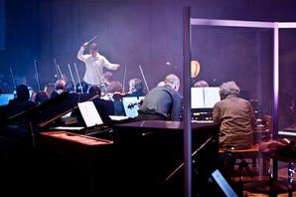 Symfonický orchester Slovenského rozhlasu s dirigentom Martinom Majkútom a Mariánom Vargom.