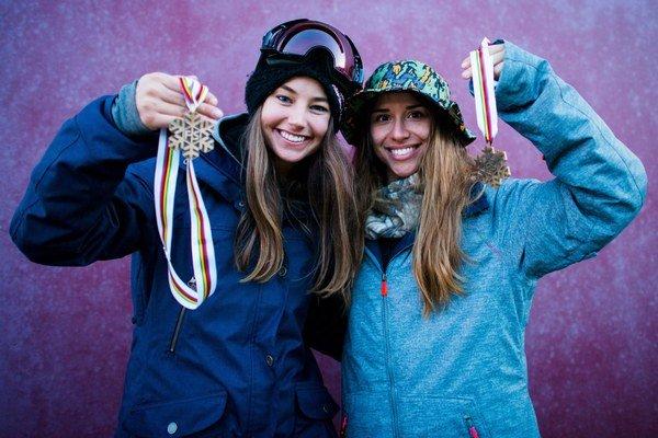 Zuzana Stromková a Klaudia Medlová s bronzovými medailami.