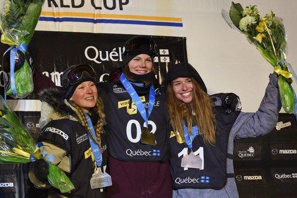 Klaudia Medlová (vpravo) skončila v Kanade tretia, vyhrala Holanďanka Cheryl Maasová (uprostred) pred Švajčiarkou Lia-Marou Böschovou.