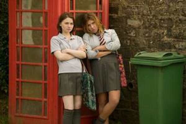 Mladé hrdinky z filmu Stephena Frearsa Tamara Drewe sú zhrozené, čo sa v ich zapadnutej dedine (ne)deje.