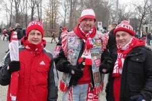 Fanúšikovia Bayernu pred zápasom v Berlíne, 600 kilometrov tam a 600 kilometrov naspäť ich v sobotu precestovalo okolo 15 000.