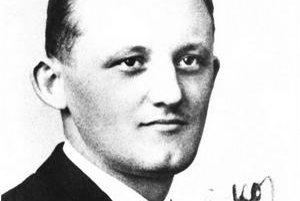 František Hečko (1905 – 1960). Narodil sa v Suchej nad Parnou. Do základnej školy chodil v rodisku a v Bratislave. Odborné poľnohospodárske vzdelanie získal na Vinársko-ovocinárskej strednej škole v Bratislave, organizačno-ekonomické na Hospodárskej škole