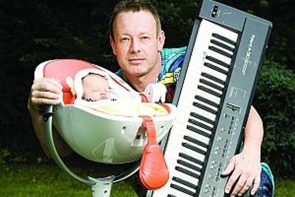 Narodil sa v roku 1965 v Prahe, odmalička hrá na klavír. V pätnástich rokoch založil prvú skupinu, v roku 1987 ako hráč na klávesy založil známu kapelu Lucie. Venuje sa aj tvorbe scénickej a filmovej hudby, spolupracoval s množstvom režisérov (David Sís,