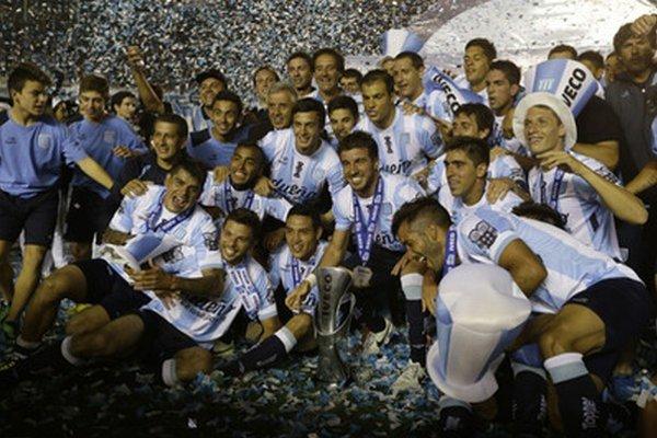 Futbalisti Racingu oslávili titul.