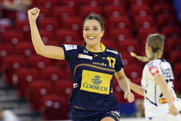 Španielka Elisabeth Pinedová oslavuje víťazstvo v semifinále ME Čierna Hora - Španielsko 18:19.