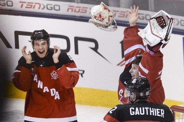 Brankár Kanady Zachary Fucale oslavuje zlato so spoluhráčmi.