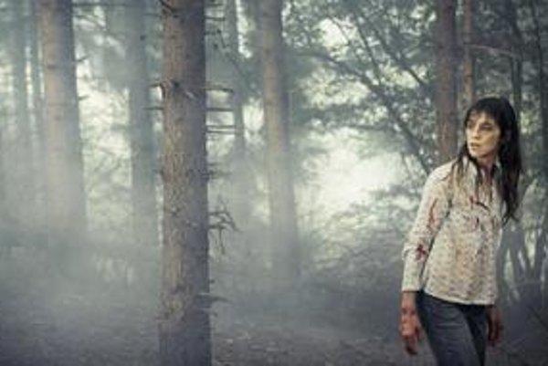 Charlotte Gainsbourgová po tom, ako sa jej úspešne podarilo zmrzačiť svojho filmového partnera Willema Dafoea.