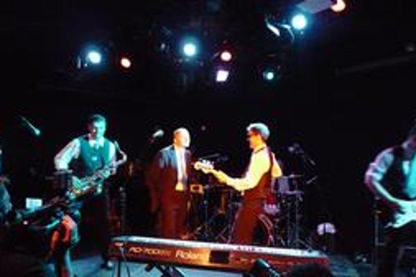 Skupina Bez ladu a skladu existuje 25 rokov, no do Ameriky sa dostala po prvýkrát až teraz. Ich koncert  si všimol aj americký denník The New York Times.