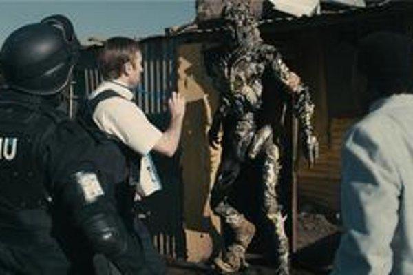 Ako naložiť s mimozemšťanmi, ktorí prišli na návštevu Zeme a netúžia odísť? Film District 9 vám jednu možnosť ukáže.