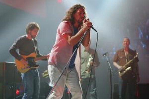 Pearl Jam opäť prišli na chuť skladaniu nových pesničiek.